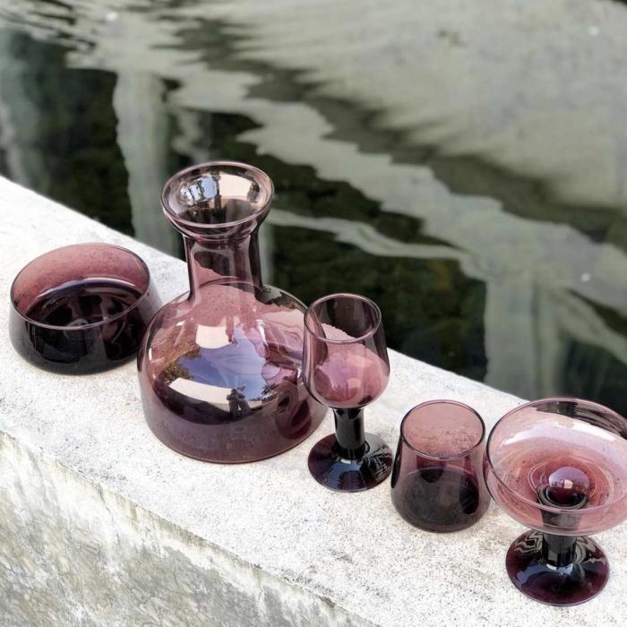 Host - Caraffa in vetro rosso porpora