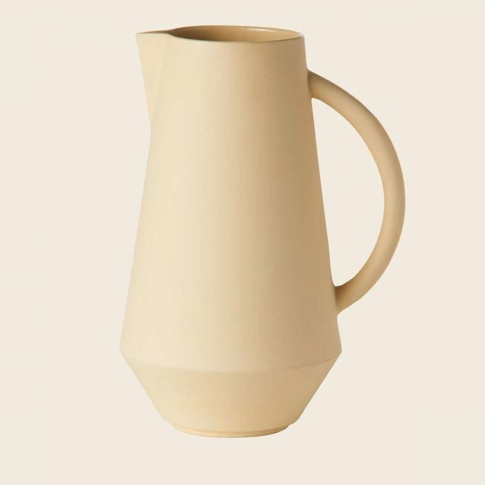 Caraffa in ceramica gialla