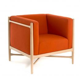 Loka - poltrona arancione con struttura in legno naturale