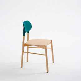 Bokken - sedia in faggio naturale con schienale blu