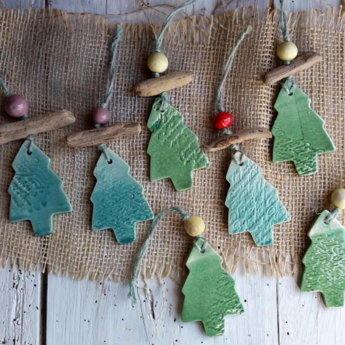 Decorazioni natalizie in ceramica set di 7 alberelli per for Alberelli ornamentali