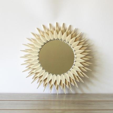 Specchio con fiore geometrico