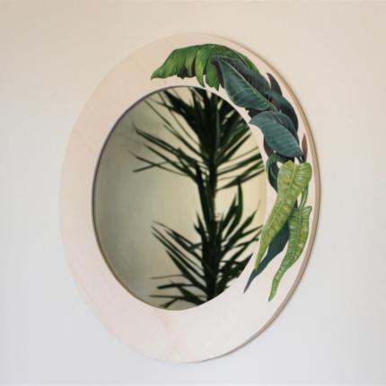 Specchio con decoro botanico