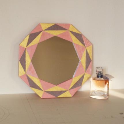 Specchio con motivi geometrici
