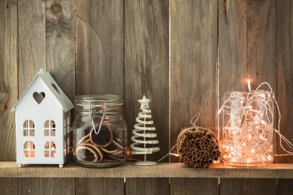 Decorare la casa per Natale con le luci